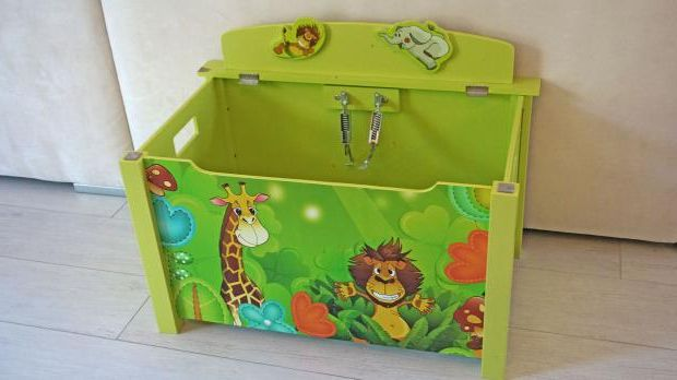 Play box with missing lid